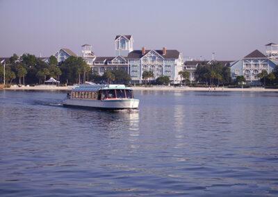 lago frente al Disney Beach Club Resort