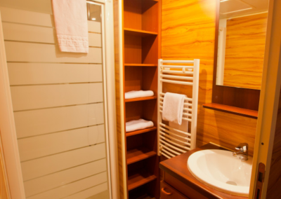 David-Crocket-Bungalow-Trapper-bathroom