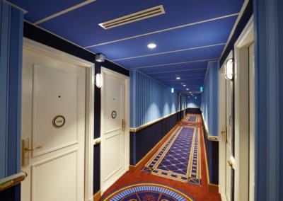 pasillo interior Hotel Disney Newport Bay Club Paris