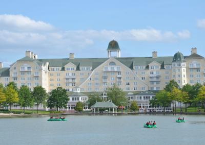 Exterior lago Hotel Disney Newport Bay Club Paris