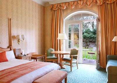habitacion con terraza Hotel Disneyland Paris