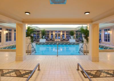 disneyland-hotel-swimming-pool