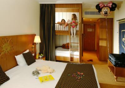 dream-castle-family-room