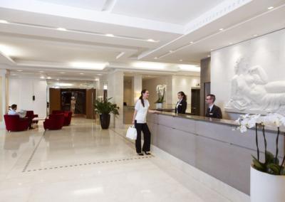 relais-spa-chessy-val-deurope-lobby