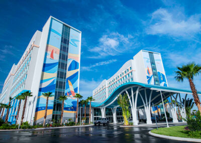Entrada del hotel Endless Summer Resort Surfside en Universal Orlando