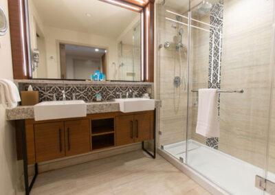 Baño habitación estandar Coronado Springs Tower Resort