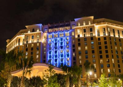 Vista exterior nocturna Coronado Springs Tower Resort