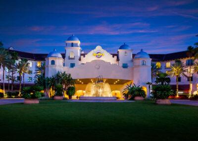 Hard Rock Hotel Universal Orlando entrada con vista nocturna
