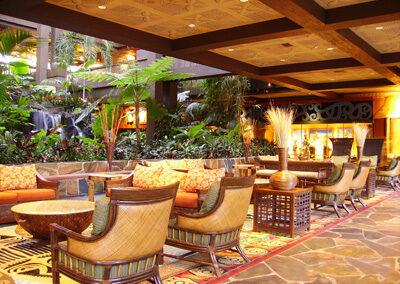 Asientos de descanso en elo Lobby del Polinesyan Resort