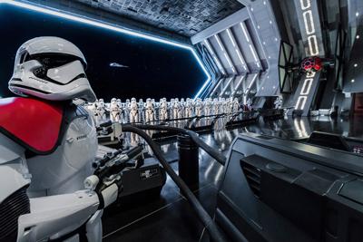 Hangar de Star Wars Rise of The Resistence en Disney Galaxy Edge de Orlando