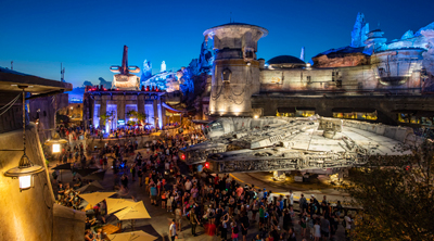 star-wars-millenium-falcon-night-2